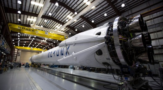 SpaceX_falcon9_sideview_2015-879x485.jpg