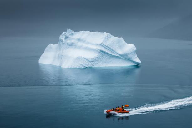 lifeboats-ice-iceberg-fog-arctic-situation-hd-wallpaper
